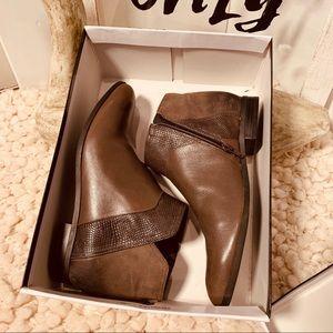 🌞[NINE WEST] Leather Ankle Booties NIB 7 1/2